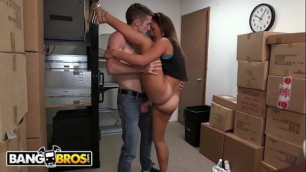 Xvideos xuxa vadia amadora fodendo escondido com seu colega de trabalho